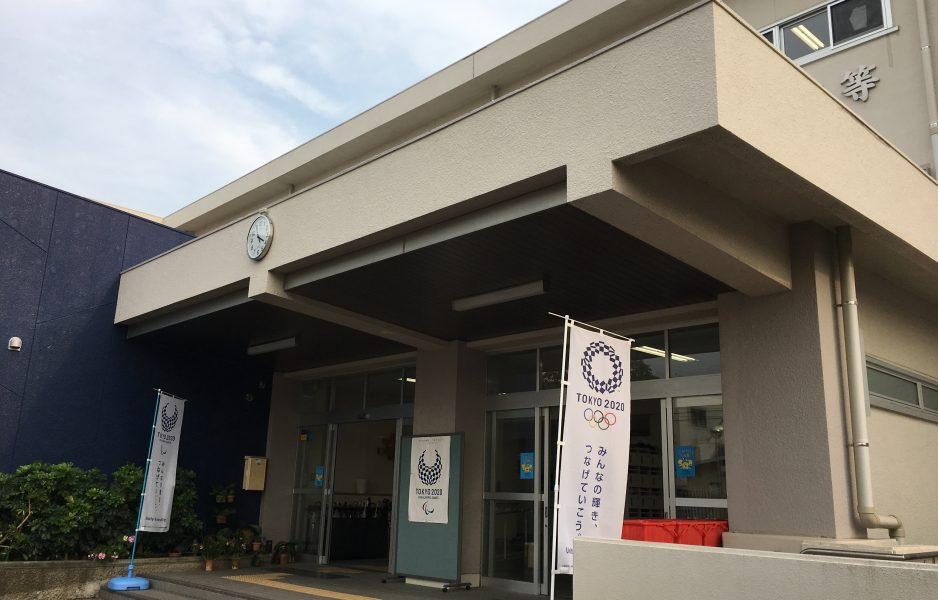 淵江高校正面玄関